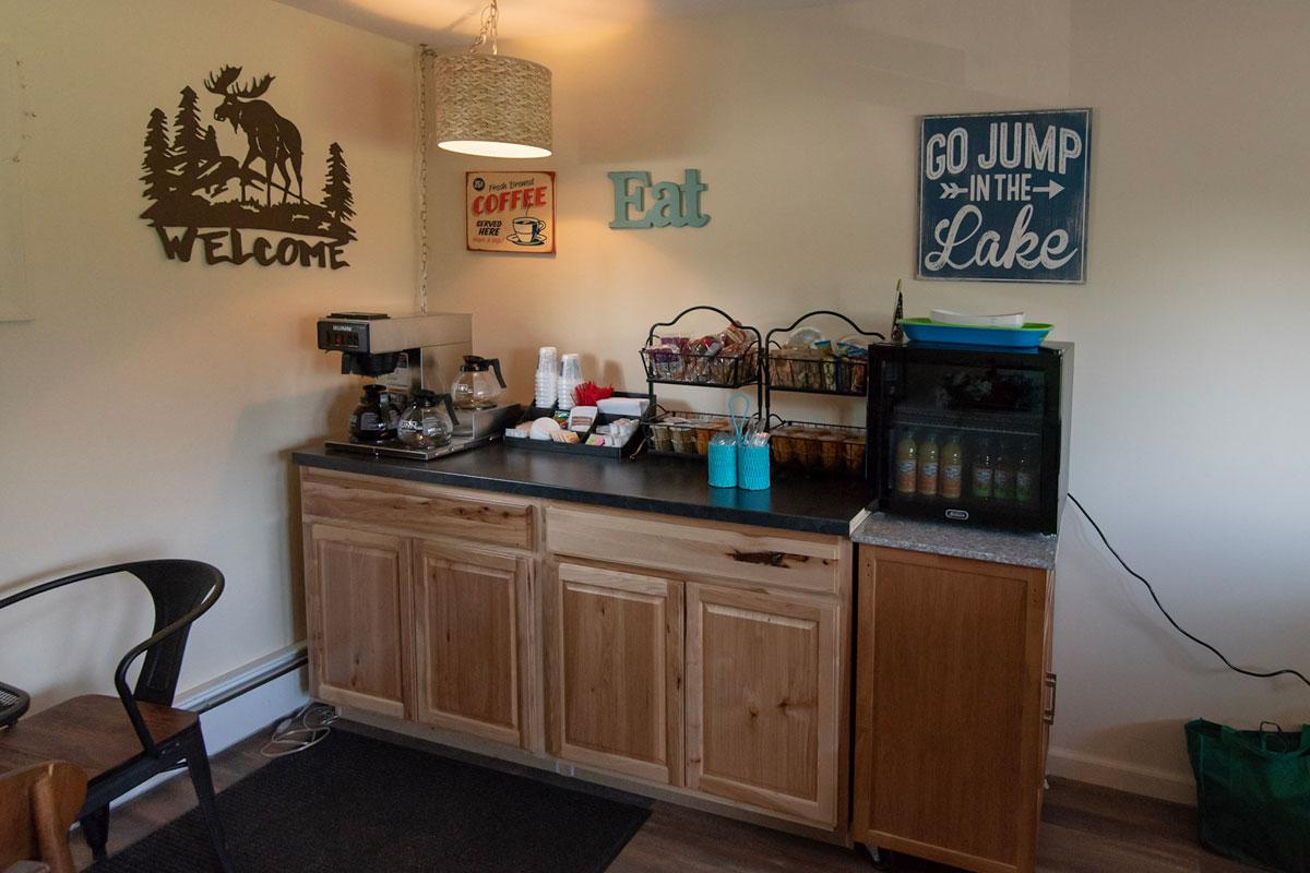 three lakes motel breakfast bar